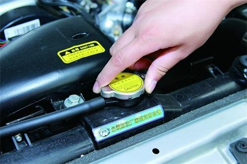 汽车防冻液多久换一次 汽车防冻液标准是什么